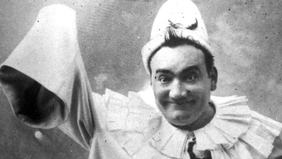 Tenor Enrico Caruso (circa 1910) as Pagliacci.