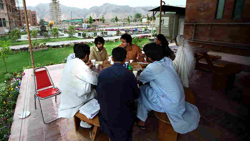 Peshawar's Youths Plan Their Future Amid Violence
