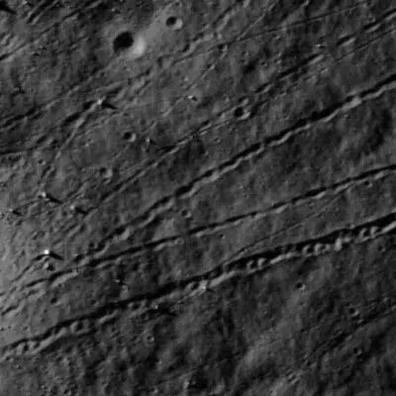 Boulder tracks on the moon