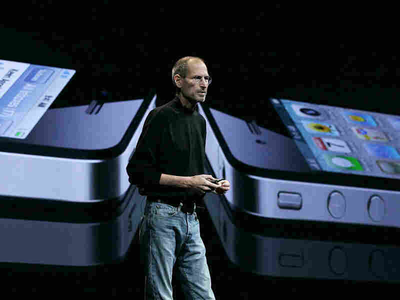 Steve Jobs announces the new iPhone 4.