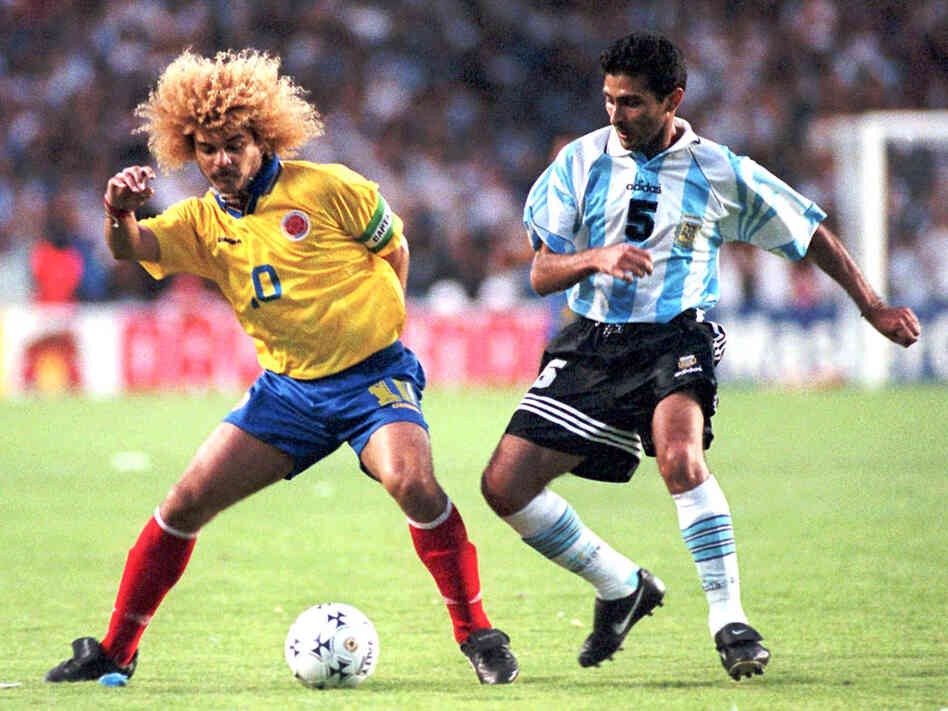Carlos Valderrama confuses Argentina's defender Leonardo Astrada with his hair in 1997.