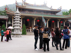 Tourists at the Nanputuo Temple in Xiamen