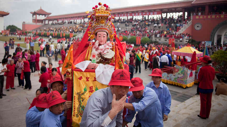 Worshippers of Mazu on Meizhou Island