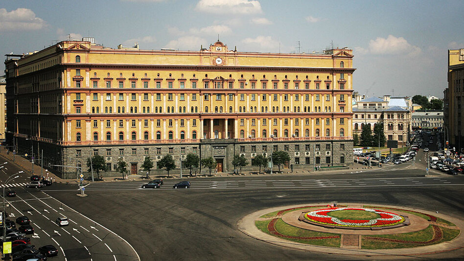 New legislation under consideration in Russia's Duma would allow the Federal Security Service, the successor to the KGB, wider powers. This 2007 file photo shows the security agency's Moscow headquarters.