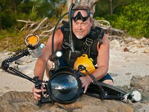 Wes Skiles prepares to film Blue Hole Vortex