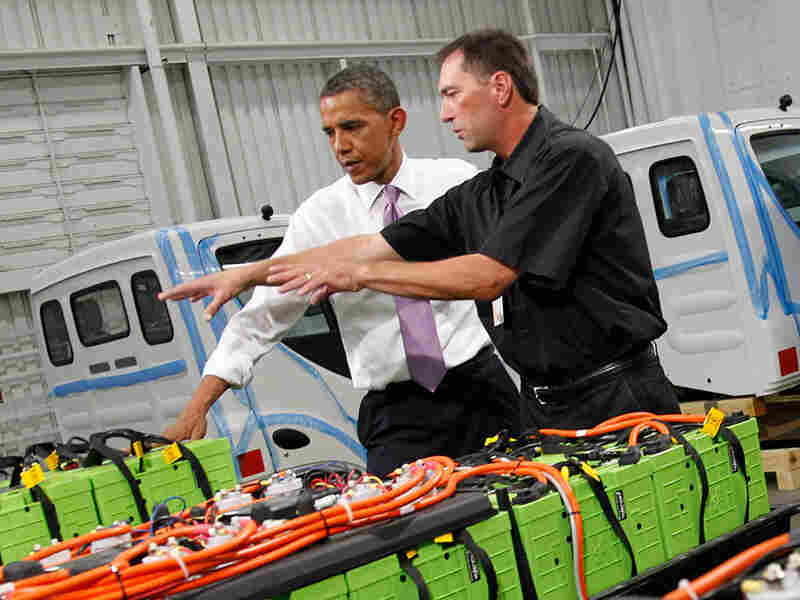 President Obama and Dennis Hartman look at rechargeable car batteries in Kansas City, Mo., on July 8