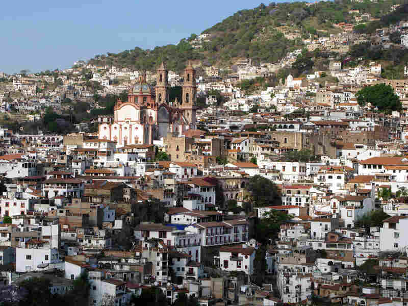 A midday gun battle in the tourist town of Taxco left 15 people dead.