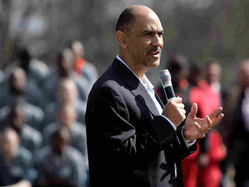 Former NFL coach Tony Dungy talks to inmates at Broad River Road Correctional Complex.