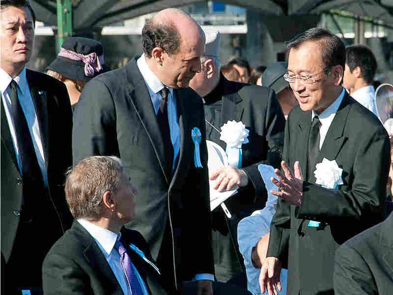 U.S. Ambassador to Japan John Roos [center left] greets Hiroshima Mayor Tadatoshi Akiba.