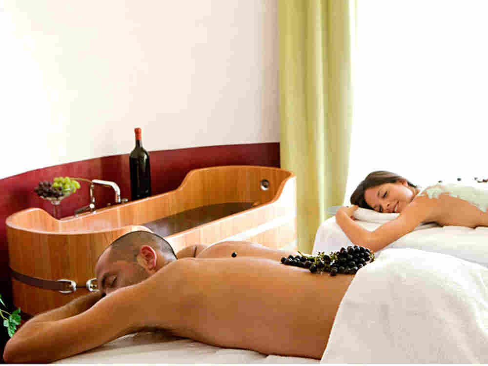 In Italy A Vintage Way To Chill The Wine Massage
