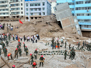 Rescue workers at Chinese mudslide