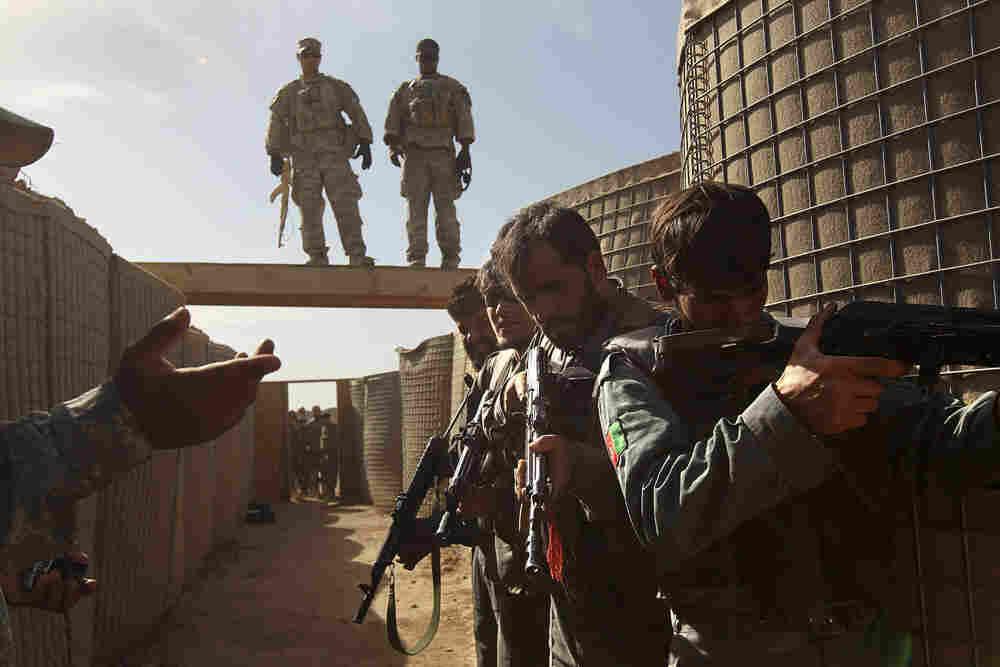 U.S. soldiers train Afghan police