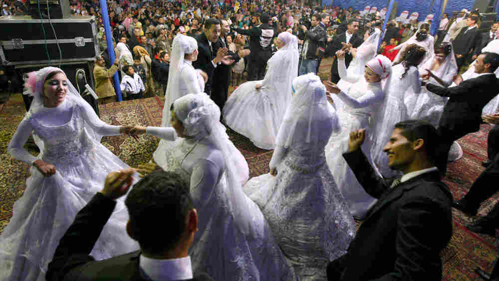 Egyptian brides and grooms celebrate