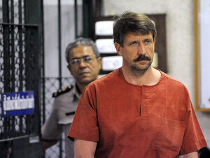 Alleged Russian arms dealer Viktor Bout heads to a hearing at the Criminal Court in Bangkok.