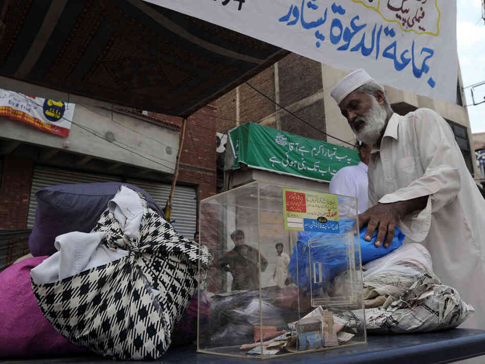 Man donates clothes for Pakistan flood victims