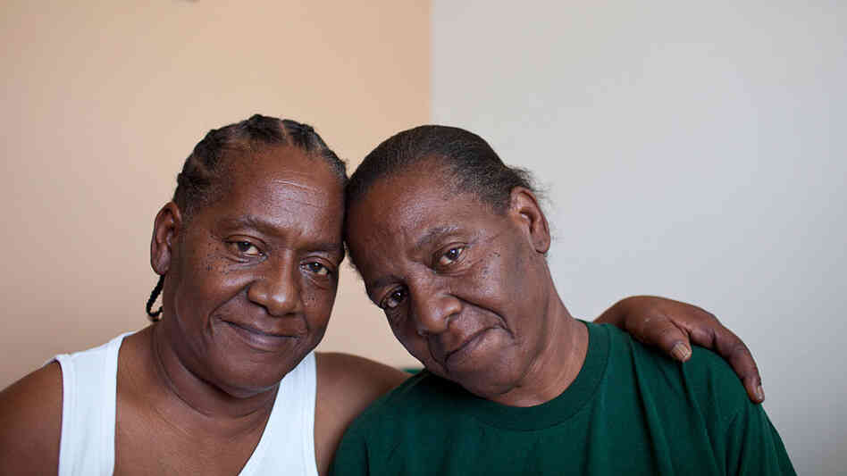 Bobbie Jennings (right) used to live next door to her twin sister, Gloria Williams.