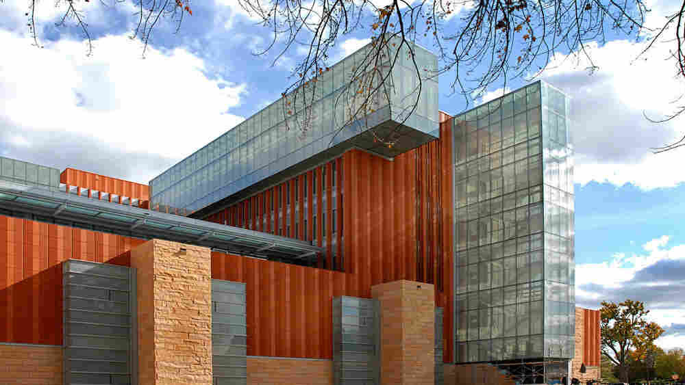 The Ross School of Business building at the University of Michigan has environmentally friendly technology.