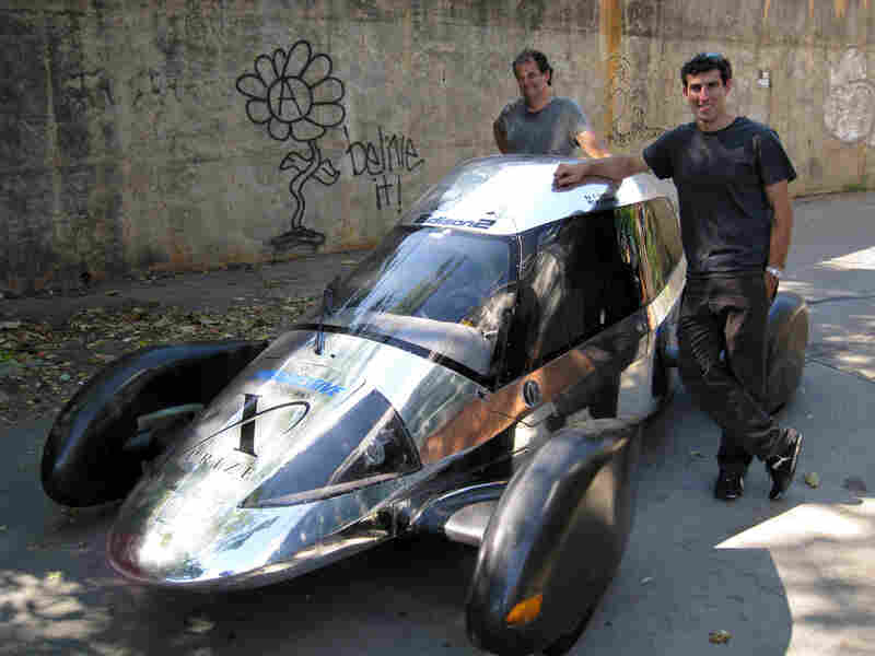 Team Edison2's Oliver Kuttner and Brad Jaeger with the Very Light Car.