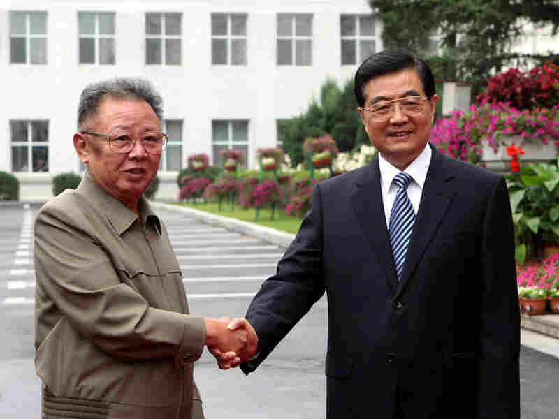 North Korean leader Kim Jong Il (left) and Chinese President Hu Jintao