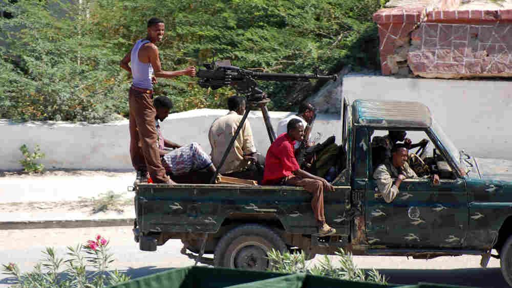 Militiamen that support African Union and government troops in Mogadishu