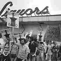 Pickets supporting the Gallo boycott, circa 1971
