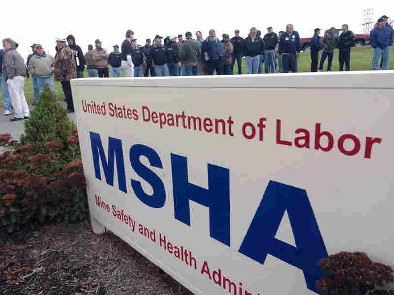 Miners demonstrate in West Virginia in 2006