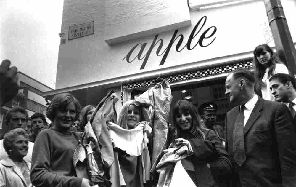 People line up outside the Beatles' store in 1968.