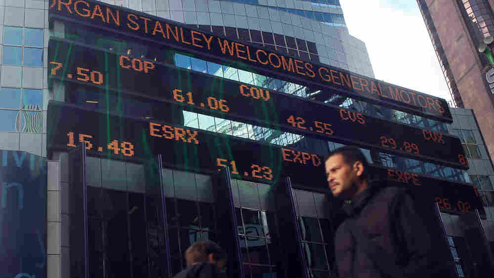 An electronic ticker on the Morgan Stanley building in New York welcomed GM's return to trading.