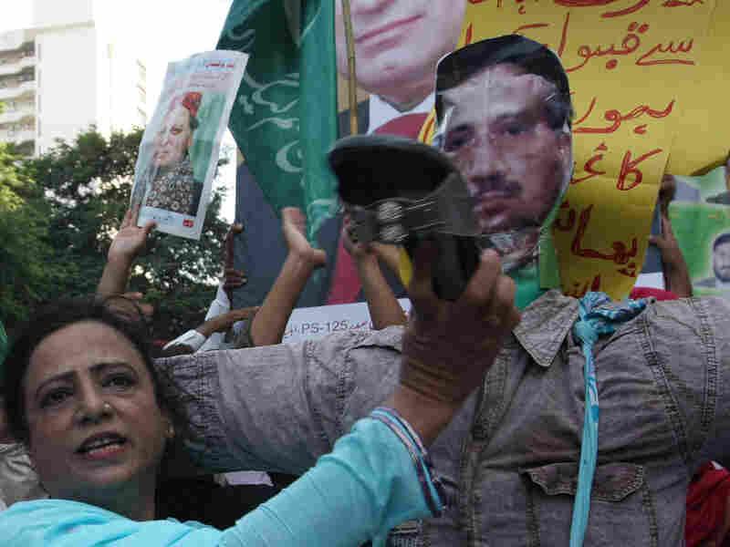 Opponent of Musharraf at a rally in October 2009
