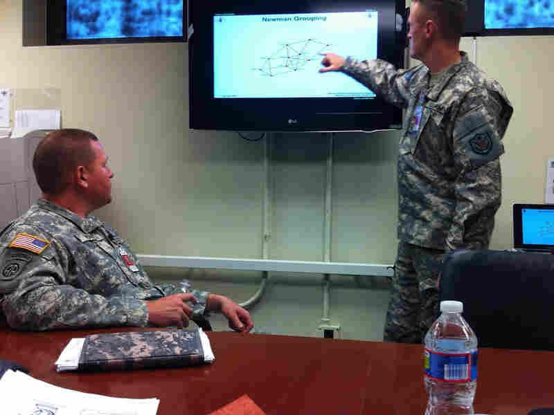 Army Maj. Ian McCulloh leads class on social network analysis