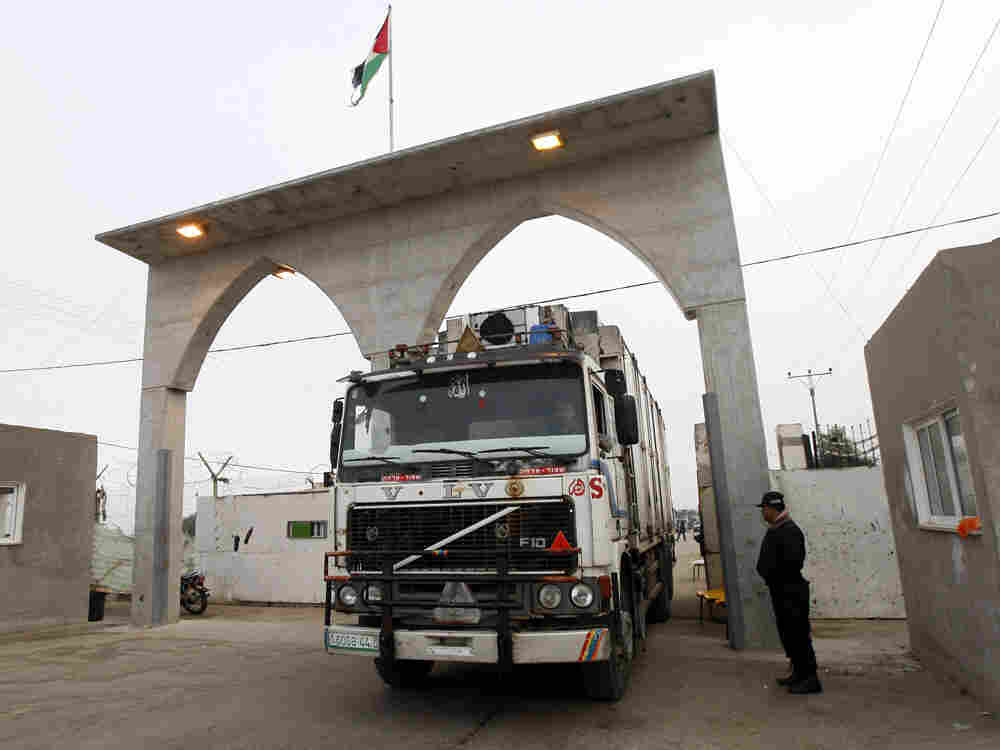 Truck loaded with Palestinian strawberries and flowers bound for Europe crosses into Egypt.