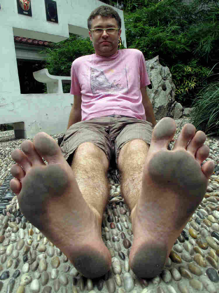 Arthur Jones, 'Sole Man,' living a year of his life barefoot in China