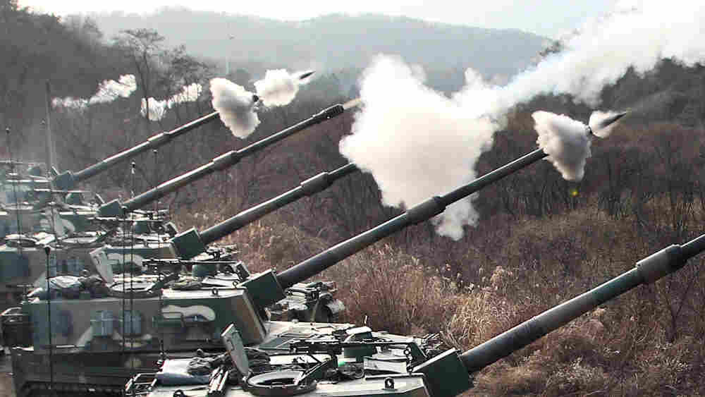 The South Korean Army conducts live artillery exercise 20 miles from the North-South Korea border, Dec. 23, 2010.
