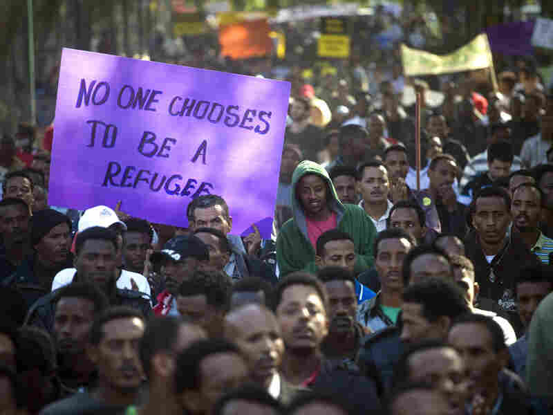 In Tel Aviv, thousands of Israelis and African migrants protest against a planned detention center for refugees