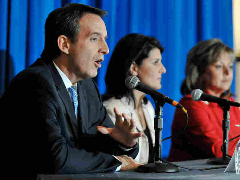 Minnesota Governor Tim Pawlenty (from left) speaks as South Carolina Governor-elect Nikki Haley and New Mexico Governor-elect Susana Martinez listen during a discussion at the Republican Governors Association meeting Nov. 17 in San Diego.