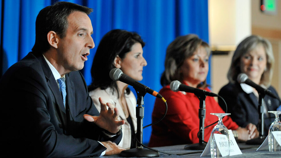 Minnesota outgoing Gov. Tim Pawlenty shares a panel with two governors-elect, South Carolina's Nikki Haley (center) and New Mexico's Susana Martinez, at the Republican Governors Association meeting Nov. 17 in San Diego.