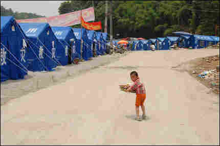 Boy in Xiang'e tent camp