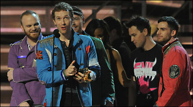 Coldplay accepts an award at the 2009 Grammys