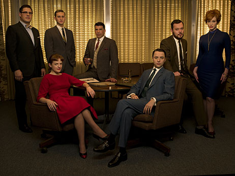 Mad Men cast members Rich Sommer, Elisabeth Moss, Aaron Staton, Bryan Batt, Vincent Kartheiser, Michael Gladis, and Christina Hendricks in the conference room.