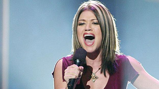 Kelly Clarkson on American Idol in 2002'