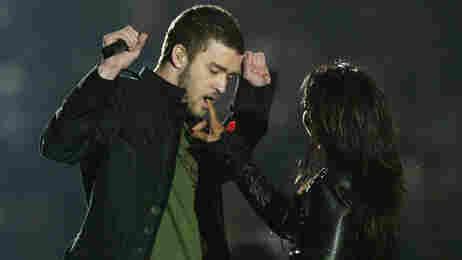 Justin Timberlake and Janet Jackson perform at the 2004 Super Bowl.