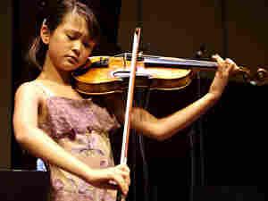 Violinist Simone Porter