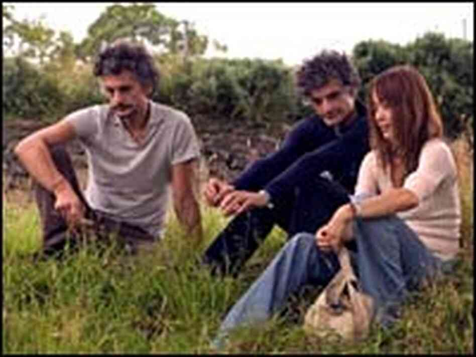 Blonde Redhead continues to push the boundaries of its creativity seven albums into its career.