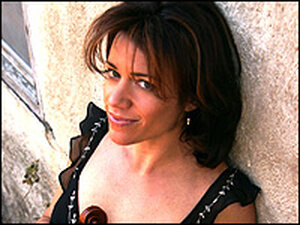 Elana James plays an appealing blend of bluegrass, western swing and jazz.