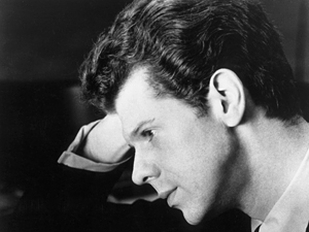 Van Cliburn's recording of Tchaikovsky's Piano Concerto No. 1 was the first classical album to go platinum. (Hulton Archive / Getty Images)