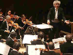 Simon Rattle leads the Berlin Philharmonic