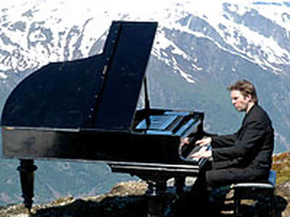 Leif Ove Andsnes plays Grieg in the mountains of Norway.
