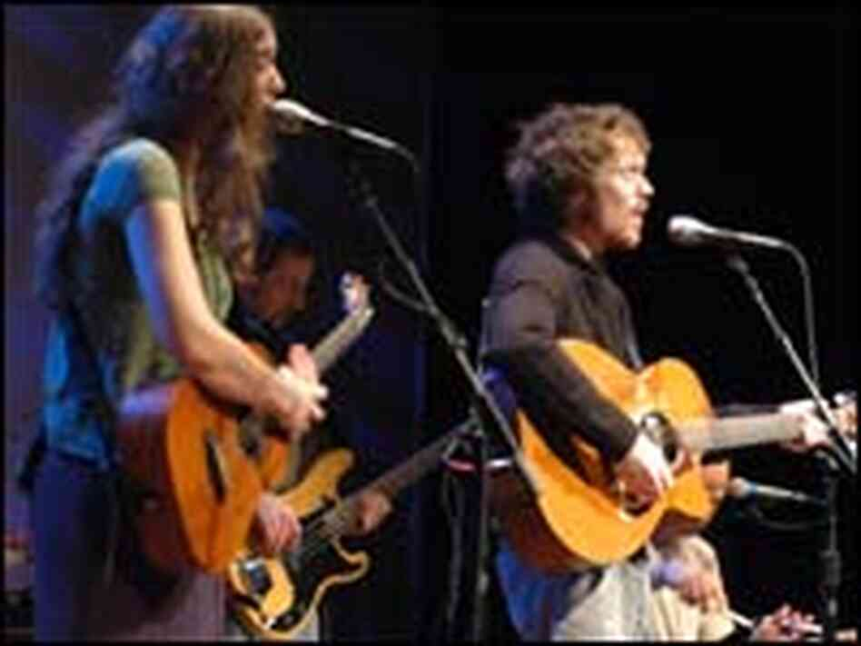 Damien Rice performs live with Lisa Hannigan in Philadelphia.