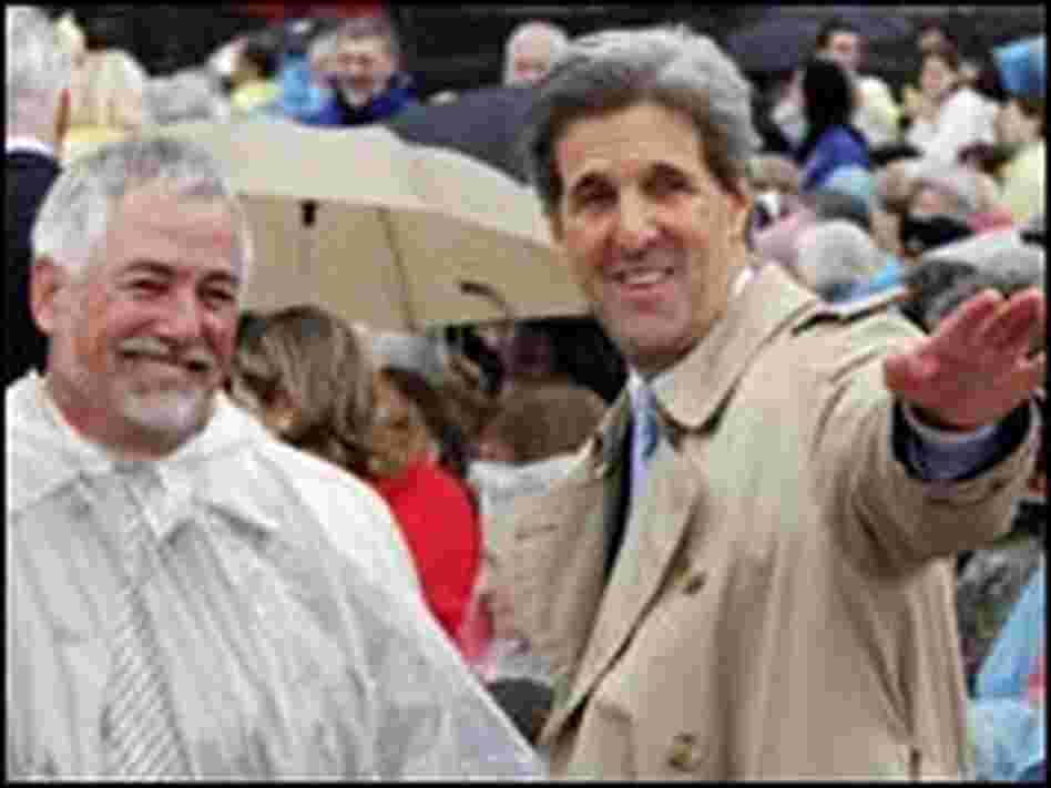 John Kerry and an audience member at the dedication of the Bill Clinton presidential library