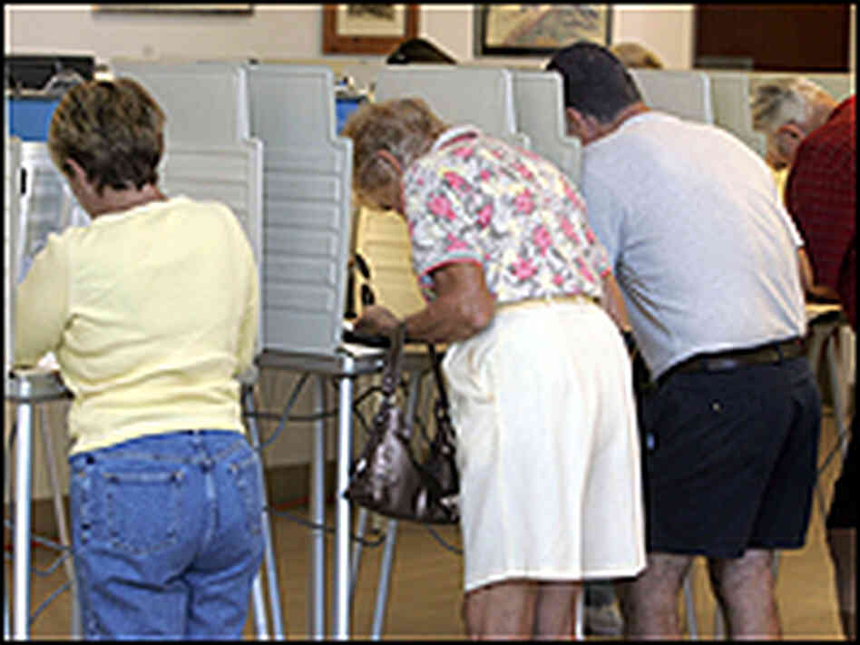 Voters go to the polls early in Sebring, Fla.
